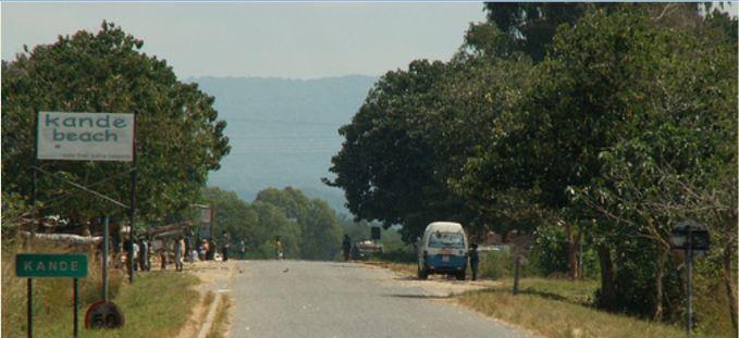 Road to Kande Beach