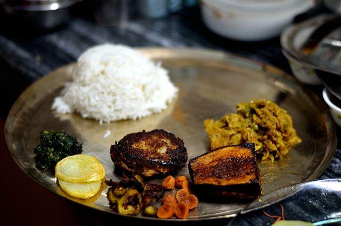 Various fries in a Bengali thali