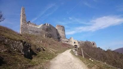 Čachtice hrad - turistické trasy/ cyklotrasy