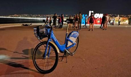 Nice na bicykli po perle Azúrového pobrežia