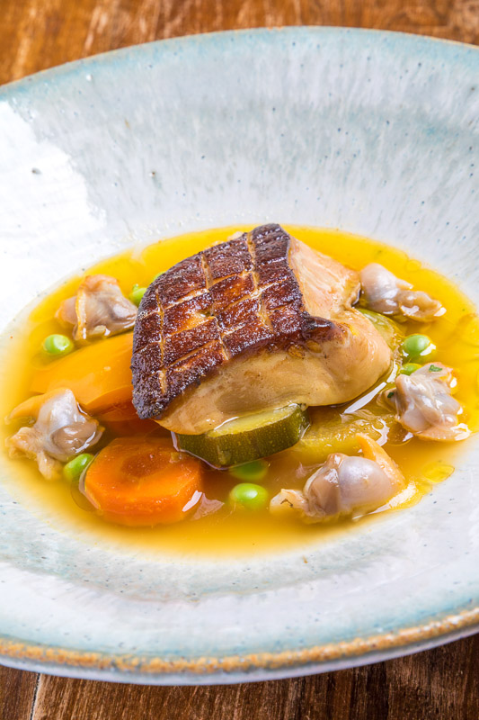 Foie gras poêlé légumes tajine et coques