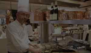 Le chef dans une cuisine