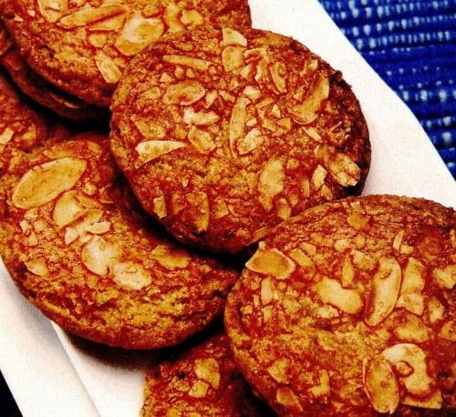 Biscuiţi cu zahăr şi migdale