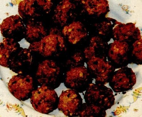 Chiftele de cartofi copti cu sos de rosii si ceapa