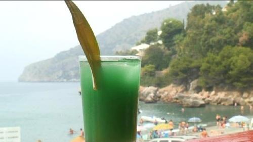 Cum se prepara Cocktail Deep Blue Sea (video)