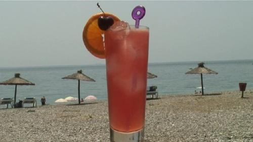 Cum se prepara Cocktail Love Juice (video)