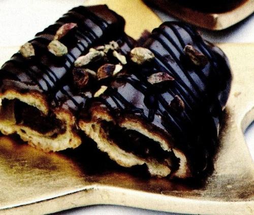 Eclere cu ciocolată si fistic