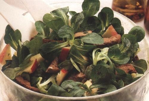 Laptuci (salata verde cu frunza mica) cu ficat si mere