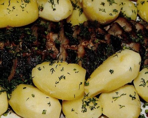 Muschi la tavă cu cartofi
