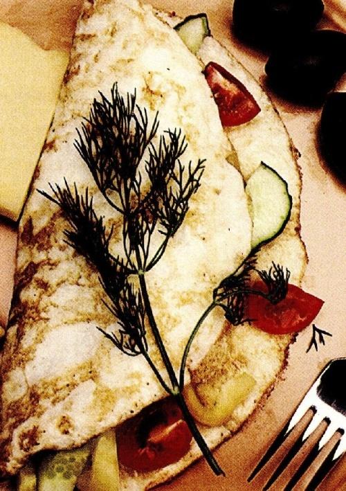 Omletă cu legume, marar si roşii uscate