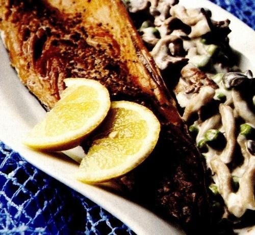 Peşte afumat cu salată