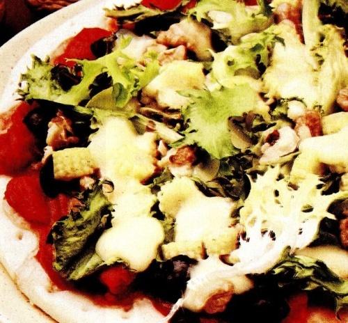 Pizza cu legume si nuca