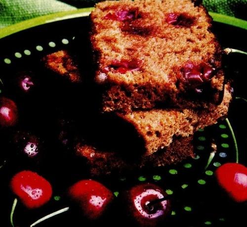 Prăjitură cu miere şi cireşe