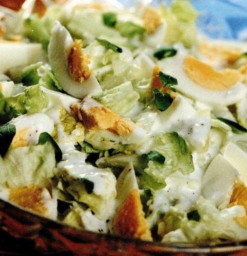 Salata cu oua fierte