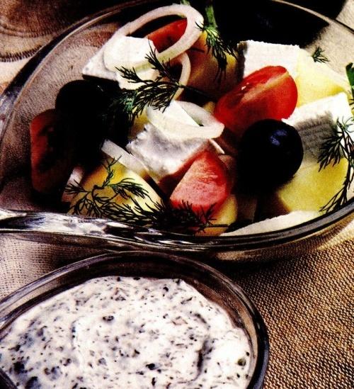 Salată cu sos de busuioc