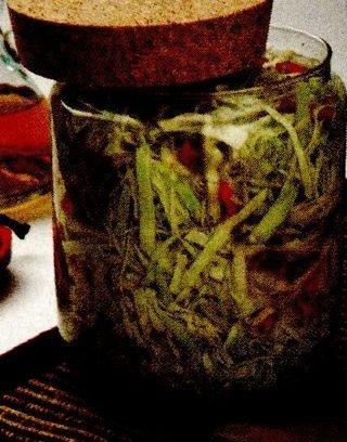 Varză murată cu ardei şi hrean