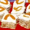 Prăjitură cu biscuiţi şi cremă de caise