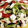 Salată cu pui şi brânză Feta