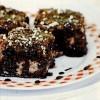 Prăjitură glazurată cu blat din gem