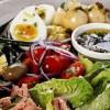 Salată de ton cu crutoane