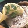 Cum se prepara Dorada cu cartofi si salata curcubeu (video)