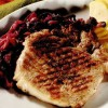 Cotlete la grătar cu varză roşie şi mere
