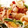 Creveţi marinaţi cu portocale şi salată crocantă