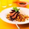 Raţă la grătar cu salsa de prune si ardei iute