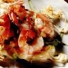 Salată de creveţi cu fasole şi ceapă verde
