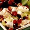 Salată de pui cu struguri şi caşcaval afumat