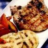 Cotlete de porc cu ceapă şi piersici