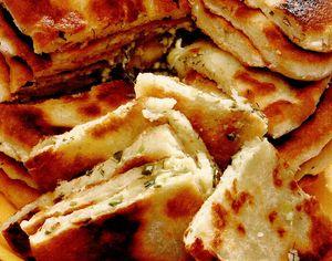 Plăcintă cu brânză si verdeturi
