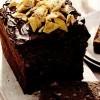 Prăjitură cu ciocolată şi chipsuri de banane