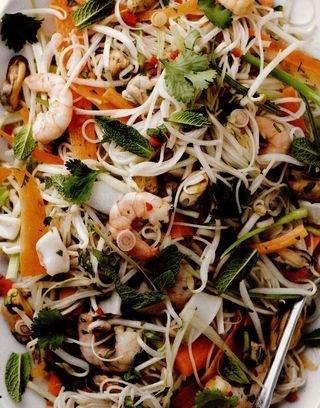Salată vietnameză cu fructe de mare