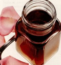 Deserturi delicioase: Dulceata de trandafiri