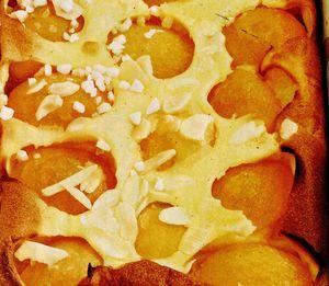 Tarte cu cremă de vanilie şi caise