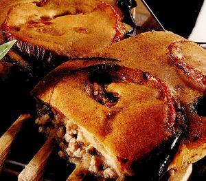 Terină de carne şi vinete în crustă de aluat