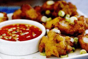Bulete din carne de crab si porumb cu sos
