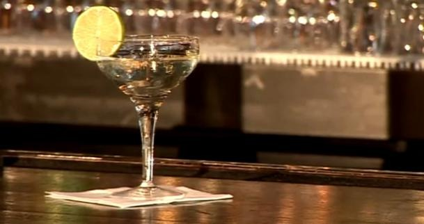 Cum se prepara Cocktail Gimlet (video)