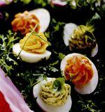 Ouă umplute pe strat de pătrunjel