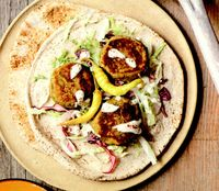 Lipie cu falafel şi pastă de susan