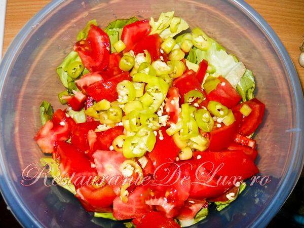Salata de cruditati cu ulei de masline