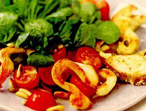 Salată de pui cu roşii şi crostini
