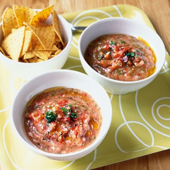Retete de post: Supa salsa cu chipsuri tortilla