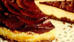 Tort cu crema alba şi cremă de ciocolata