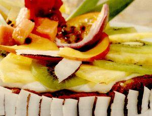 Tort cu migdale şi fructe tropicale