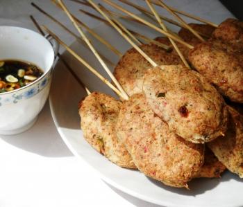 Chiftele din surimi şi piept de porc