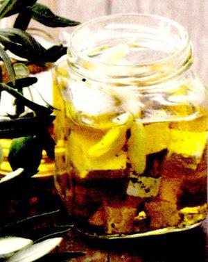 Telemea marinată în ulei de măsline şi rozmarin