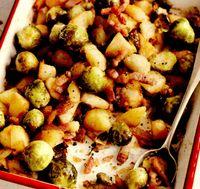 Mancare de cartofi cu varza de Bruxelles la cuptor