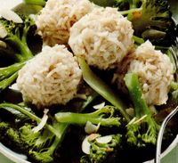 Orez basmati cu broccoli şi migdale